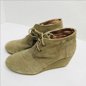 Toms Desert Wedge Boot Taupe Suede Ankle Sz. 12M